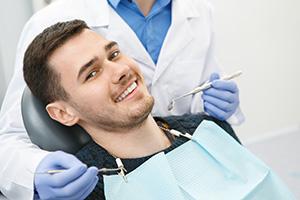 устранение пародонтальных карманов и зубных отложений.